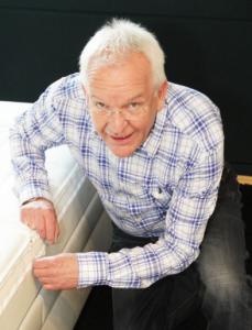 Ulrich Heske, Gründer und Inhaber der Schlaf-Welt. Nebenberufliches Studium von 1993-1998 zum Diplom-Schlafberater seit 06.10.1998. Zertifizierter TEMPUR - Experte seit 2012.